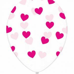 Pinkit sydämet kirkkaassa ilmapallossa