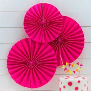 Kirkkaan pinkit paperiviuhkat
