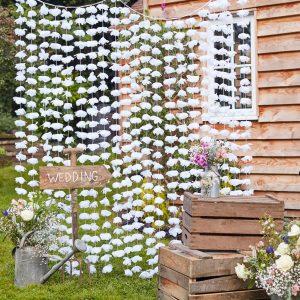 Taustaverho valkoisilla kukilla