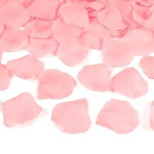 Ruusun terälehdet vaaleanpunainen