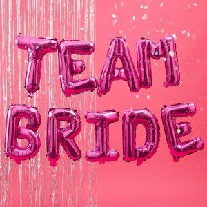 Team Bride pinkit foliokirjaimet