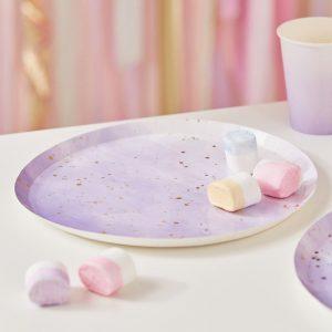 Lilat liukuvärjätyt lautaset