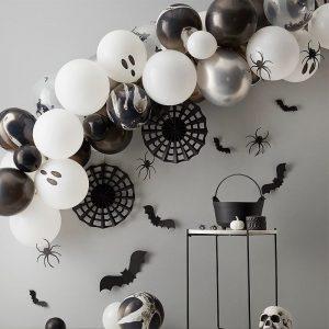 Halloweenin ilmapallokaari