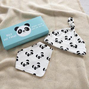 Panda pipo ja ruokalappu