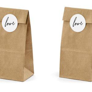 Ruskeat paperipussit love-tarroilla